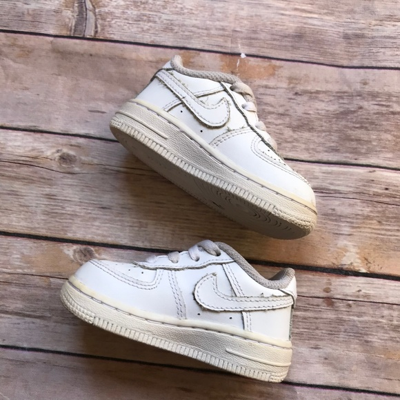 the latest dd48f 83257 Nike Air Force 1 Low White Kicks 5 Girls Boys Baby.  M 5a96268a6bf5a6f009a34559